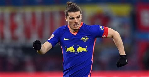 Liverpool, Man Utd target speaks out as role change adds ...