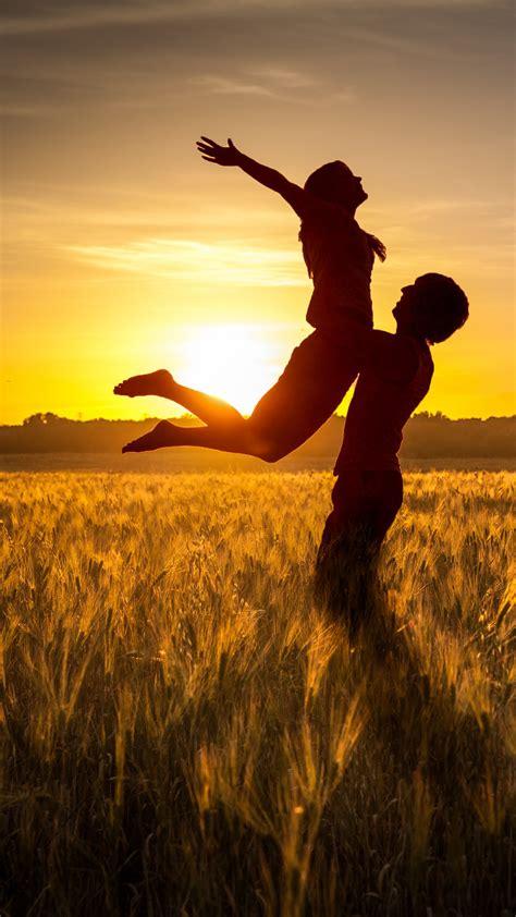 wallpaper couple romantic happy sunset silhouette