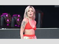 Halsey's Boob Fell Out After a Wardrobe Malfunction