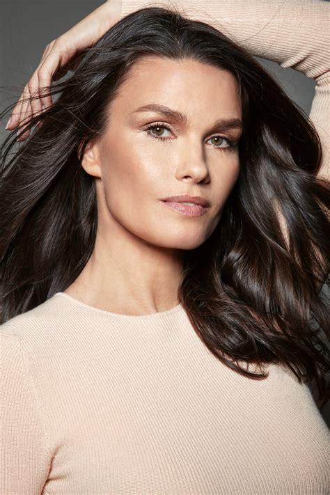 Born and raised in brazil, she speaks fluent portuguese and english. Larissa Bond