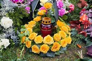 Blumen Im November : grabschmuck und grabgestecke g nstig online bestellen ~ Lizthompson.info Haus und Dekorationen