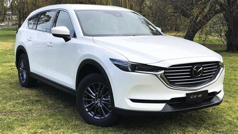 The model range is available in the following body types starting from the engine/transmission specs shown below. Mazda CX-8 Deluxe - Lựa chọn SUV 7 chỗ dưới 1,1 tỷ đồng