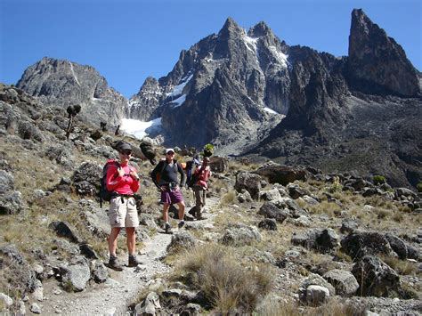 trekking  ascension monte kenia  mts manaslu
