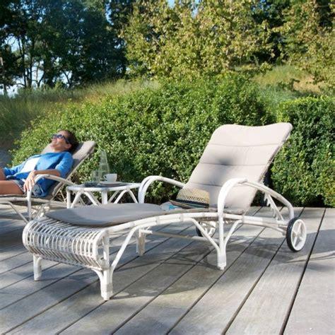 chaise longue gonflable pour piscine 54 best lits piscine chaises longues et transats images