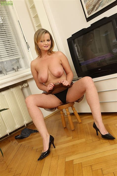 Hot Mom Jenny Loy Tease And Get Naked MILF Fox