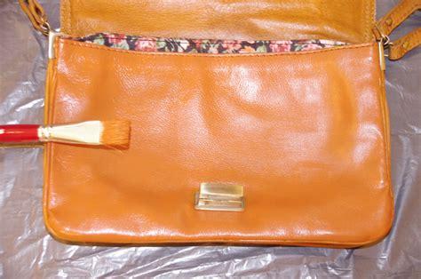 teindre un canapé en cuir diy teindre un sac en cuir missglamazone