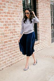 Outfits with Navy Blue Skirt