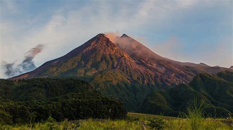 mt merapi  trekking mt merapi  active volcano
