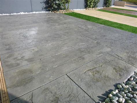 nivrem terrasse lame beton imitation bois diverses id 233 es de conception de patio en bois