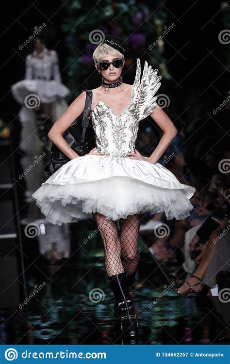 elsa hosk walks  runway   moschino ready  wear