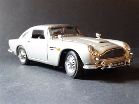bond aston martin db5 danbury mint bond 1964 aston martin 007 db5 1 24 scale diecast model car ebay