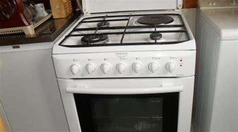 nettoyer sa cuisine comment nettoyer sa cuisinière avec du bicarbonate