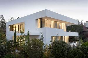 Luxury White Exterior Modern House With Glass Window
