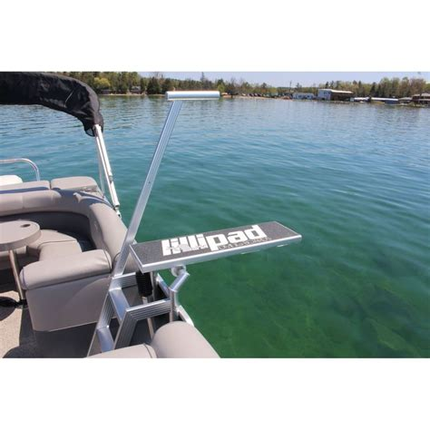 Best Pontoon Boats In Canada by Best 25 Pontoon Boating Ideas On Pontoon Boat
