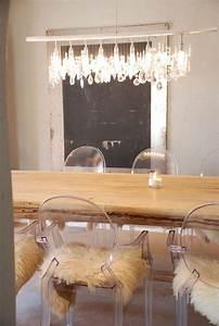 Voici la salle a manger contemporaine en 62 photos for Deco cuisine avec chaise bois clair