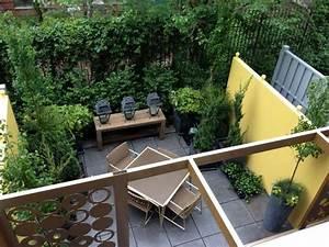 amenagement petit jardin dans larriere cour idees modernes With amenagement d un petit jardin de ville 12 avant apras amenager un jardin tout en longueur