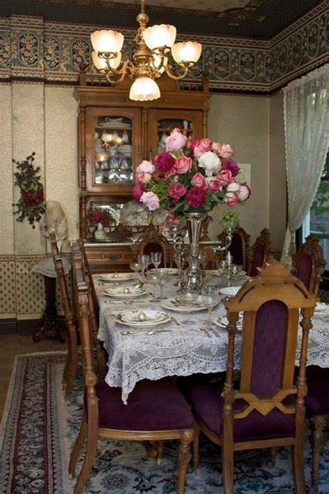 Victorian living room integrated with a rustic design. Stylish Victorian Dining Room Ideas 17 - Trendehouse
