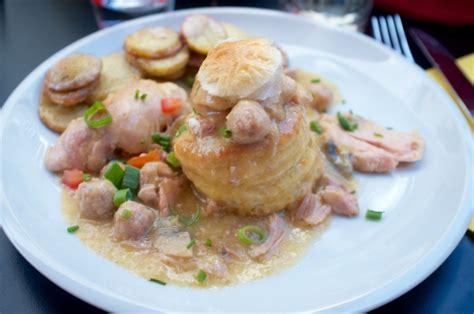 la cuisine belgique cuisine belge table basse relevable