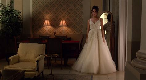 Markle Wedding Dress : Meghan Markle Wedding Dress On Suits