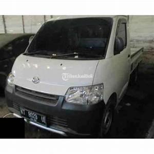 Mobil Daihatsu Grand Max Pick Up Warna Putih Manual 2015