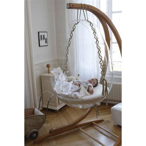 chambre bébé lit plexiglas décoration intérieure chambre bébé nursery fille