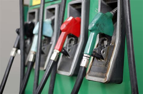 Top 5 Safety Tips at the Gas Pump [VIDEO] - The Allstate Blog