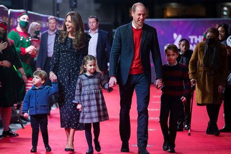 william  kate membawa anak anak  pertunjukan pantomim khusus  pertunangan karpet merah