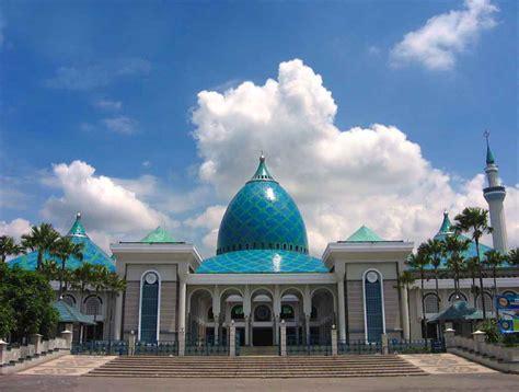 mengunjungi  tempat wisata bersejarah  surabaya