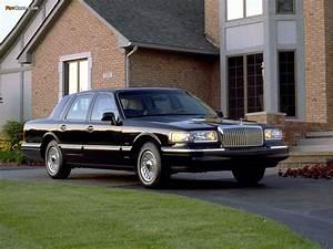 1994 Lincoln Town Car Black