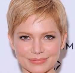 coupe cheveux bouclã s visage rond coupe cheveux très courts femme visage rond