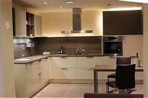 Küchenfront Magnolie Hochglanz : h cker k che magnolie hochglanz die neuesten innenarchitekturideen ~ Markanthonyermac.com Haus und Dekorationen