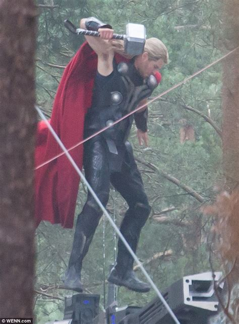 chris hemsworth shows off strength on avengers age of