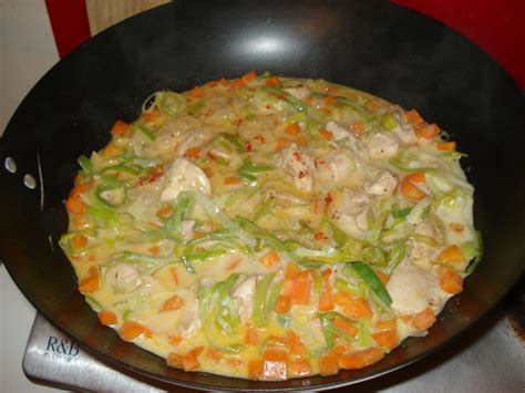 cuisine au wok poulet recette de poulet et légumes au lait de coco bouillon thaï