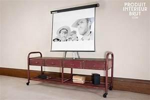 Möbel Im Industriedesign : tv m bel im patinierten industriedesign auf dem findet auch eine gro e leinwand platz rote ~ Orissabook.com Haus und Dekorationen