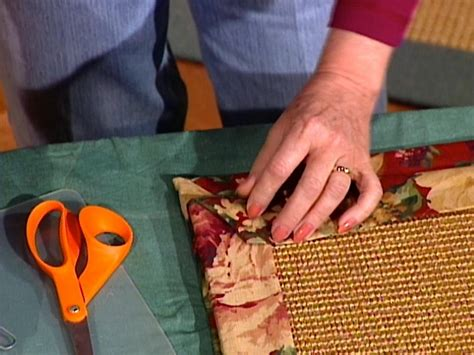 How To Make A Large Rug by How To Make A Fabric Rug Border How Tos Diy