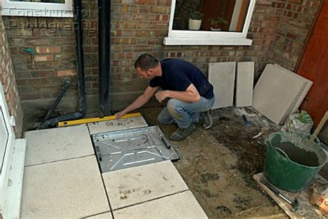 a088 03687 using level laying paving slabs in back