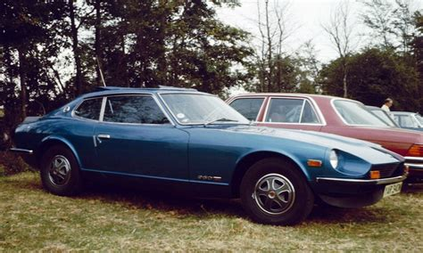 Datsun 260z 2+2 English Field.jpg