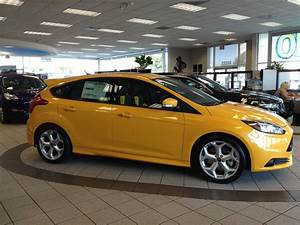 Avis Ford Focus : 2013 ford focus st in tangerine scream on our showroom floor yelp ~ Maxctalentgroup.com Avis de Voitures