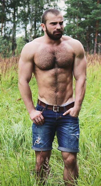 Und behaarte männer nackte Gay Muskulöse