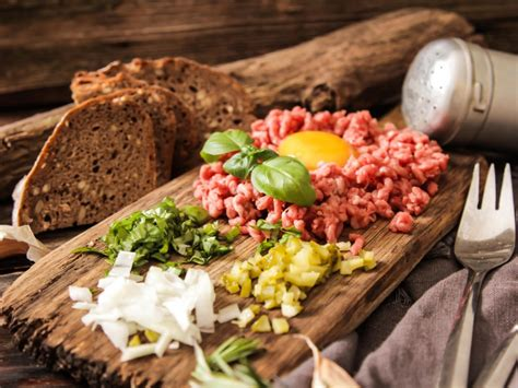 photos d ustensiles de cuisine steak tartare recette de steak tartare marmiton