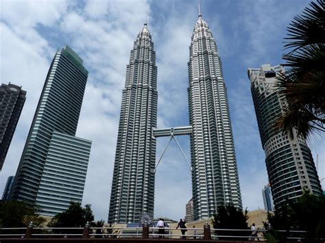 petronas kuala lumpur   worlds tallest twin towers trip
