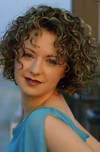 Great Short Curly Haircut Ideas For Round Faces