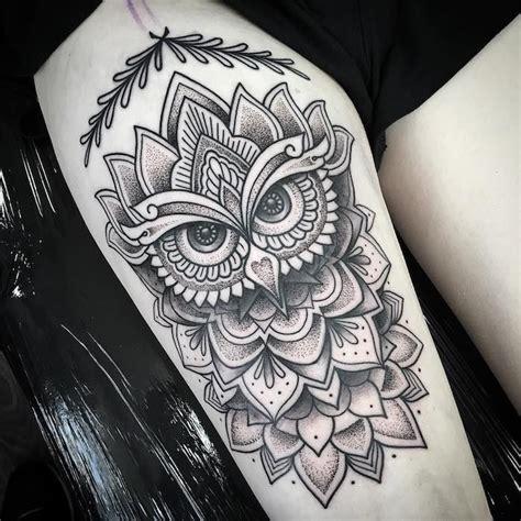tattoos für frauen vorlagen die besten 25 eulen t 228 towierungen ideen auf eulen oberschenkel tattoos bunte eule