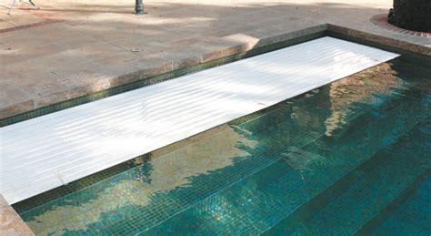volet de piscine immerg 233 cach 233 derri 232 re escalier piscine couverture volets