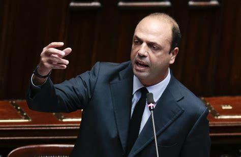italie le ministre de l int 233 rieur compare les m 232 res porteuses 224 des d 233 linquants sexuels rt