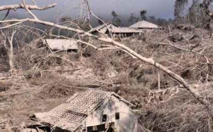 Menurut bmkg (badan metereologi, klimatologi, dan geofisika), gempa bumi adalah peristiwa bergetarnya bumi yang diakibatkan oleh patahnya lapisan batuan pada kerak bumi. ™Zali_Blogger™: Bencana, Tanda Akhir Dunia?