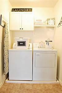 Regal Für Waschmaschine : 10 exclusive ideen zur dekoration einer gem tlichen waschk che kleine waschk che waschk che ~ Markanthonyermac.com Haus und Dekorationen