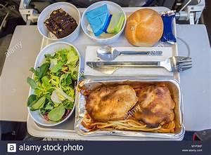 Abendessen Auf Englisch : ein abendessen an bord mahlzeit mit pasta huhn k se butter schokolade dessert und brot auf ~ Somuchworld.com Haus und Dekorationen