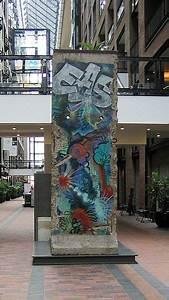 Centre De Berlin : file montr al centre de commerce mondial mur de berlin 01 wikimedia commons ~ Medecine-chirurgie-esthetiques.com Avis de Voitures