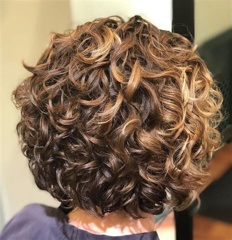 65 Different Versions of Curly Bob Hairstyle Short
